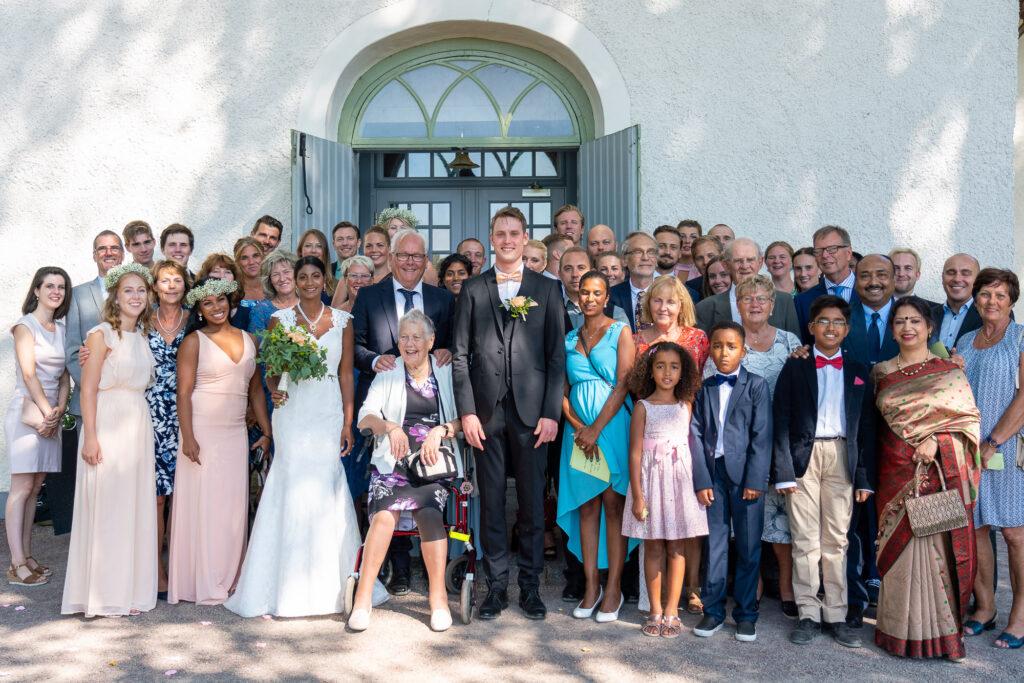 Gruppfoto bröllop Grava Kyrka Karlstad