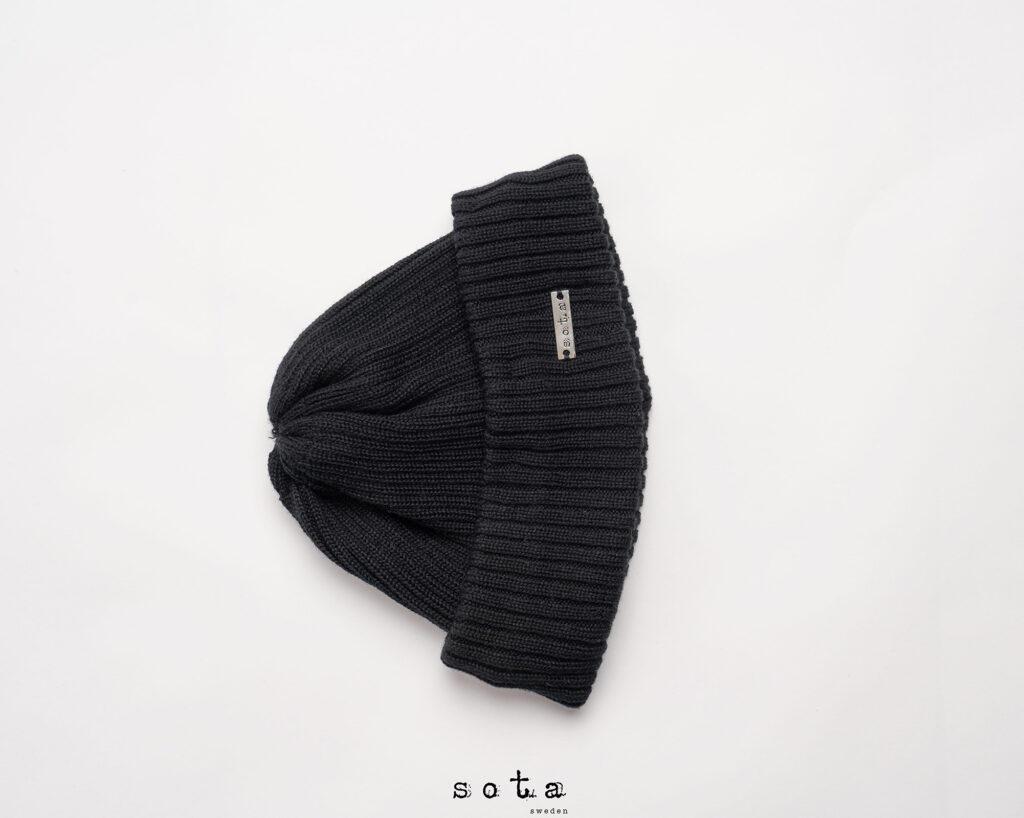 Foto av svart mössa